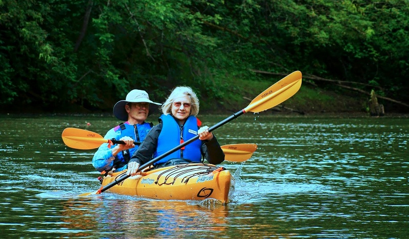 what-to-wear-kayaking-canoeing