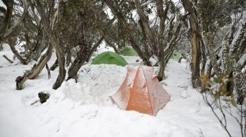 Best Tactics to Keep Warm When Camping in Winter