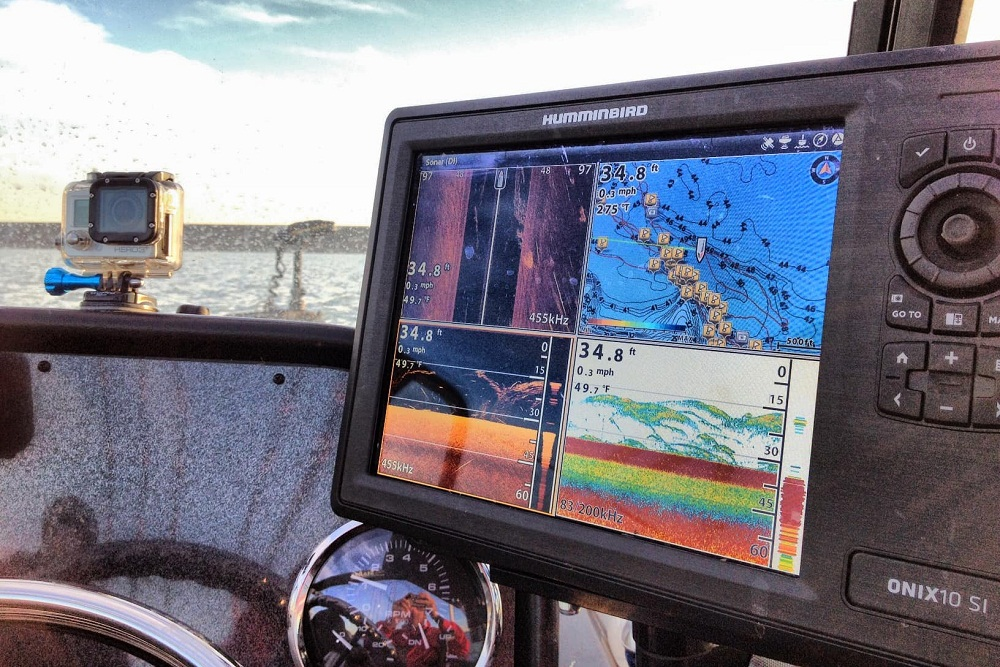 Best fishfinder gps combo reviews 2018 buyer 39 s guide for Best fish finder for small boat