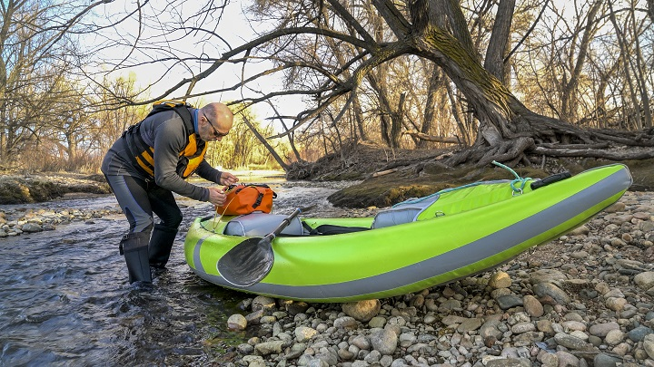 How to Choose the Best Dry Bag for Kayaking - Weight
