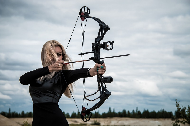 Woman shooting compound bow